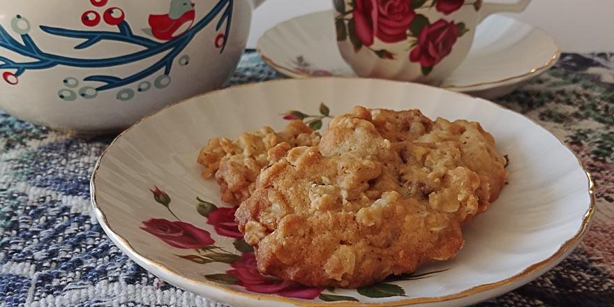 Grandma Thompson's Oatmeal Chocolate Chip Cookies
