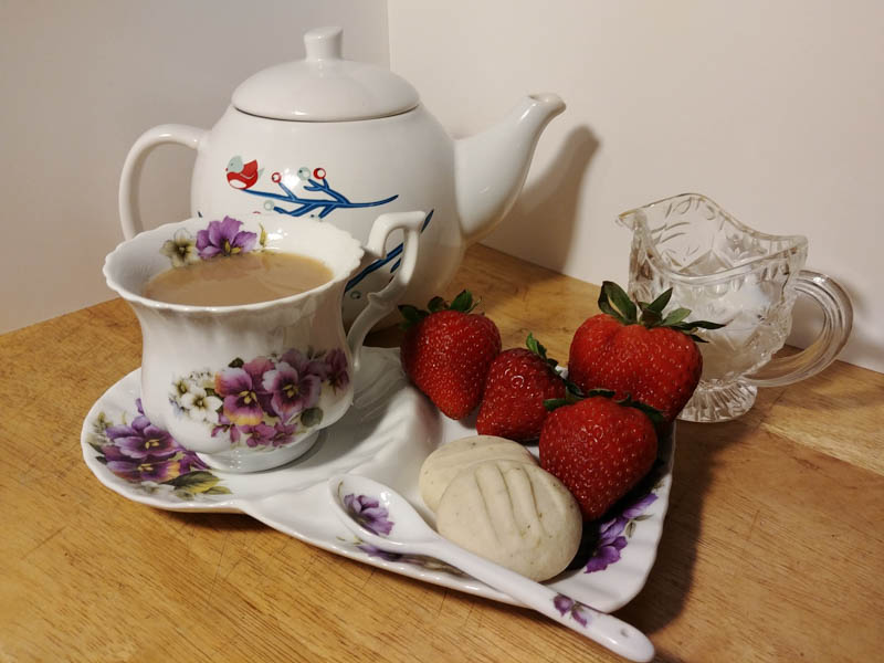 Shortbread cookies with tea