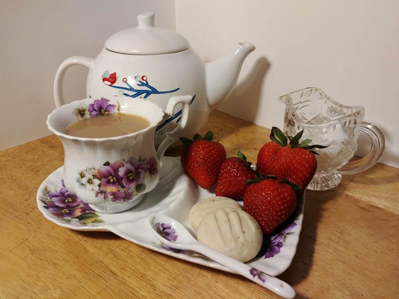 Shortbread cookies with tea